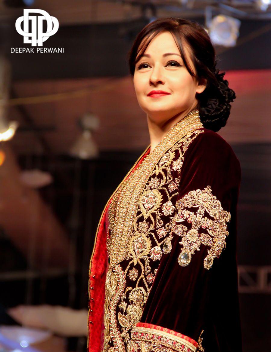 Zeba Bakhtiar In A Gorgeous Deepak Perwani Outfit Bridal Couture Week 2017