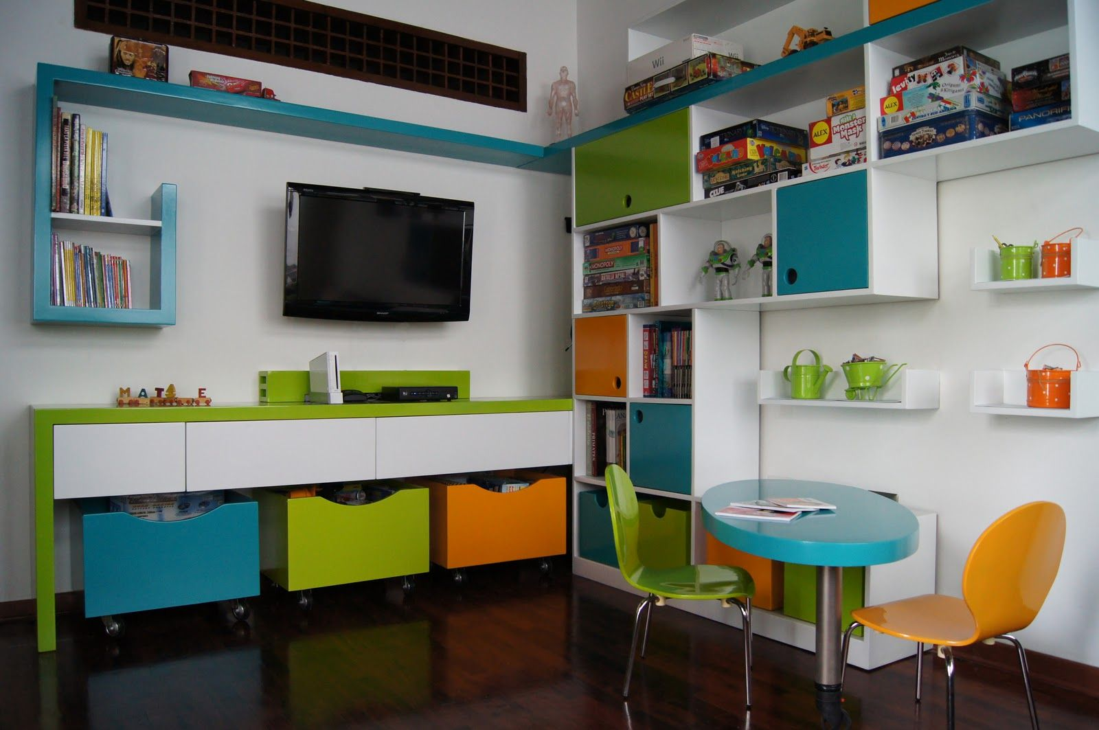 Sala de juegos a colores cuarto de juegos pinterest - Habitaciones de juguetes ...