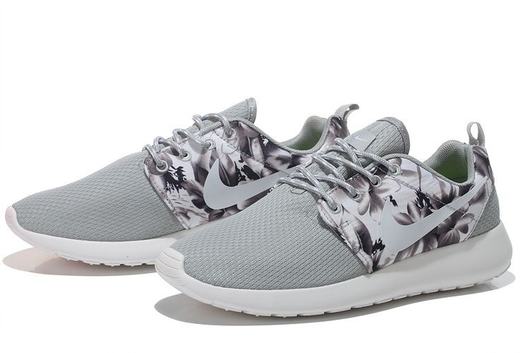 finest selection 262f8 b7ade Nike Women s Roshe Run Floral Light Gray Running Shoes