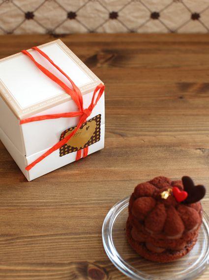 ミニケーキの簡単ラッピング 食べ物のアイデア 皿盛りデザート ミニケーキ