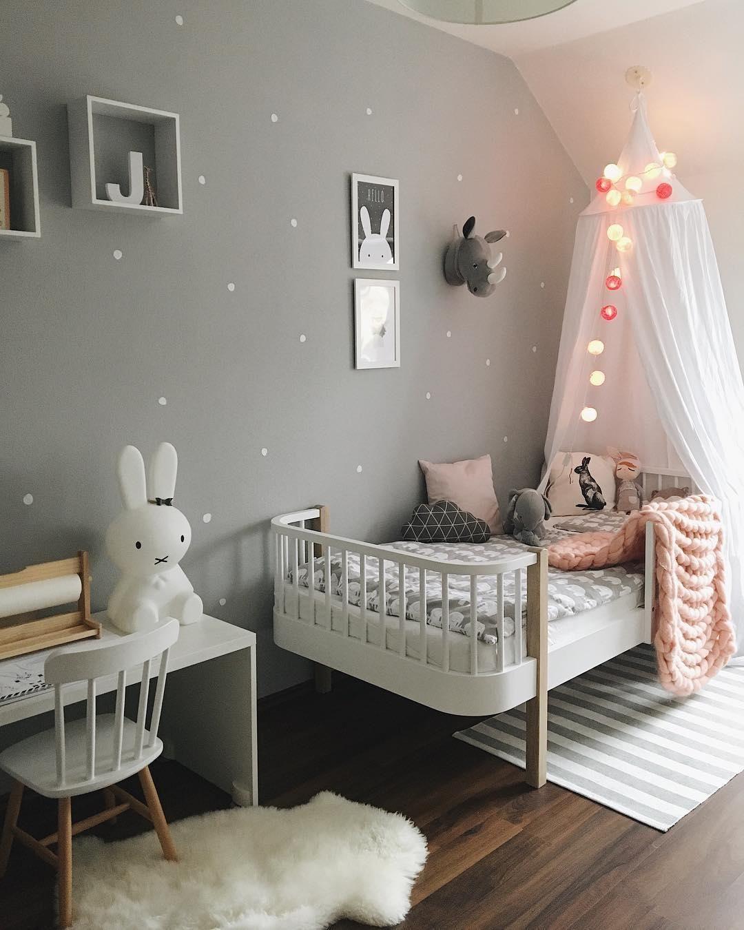 cuteness overload in diesem liebevoll eingerichteten kinderzimmer k nnen sich die kleinen nur. Black Bedroom Furniture Sets. Home Design Ideas