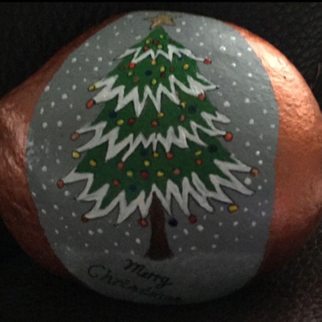 54 Diy Christmas Painted Rock Design Godiygo Com Christmas Rock Painted Rocks Rock Crafts