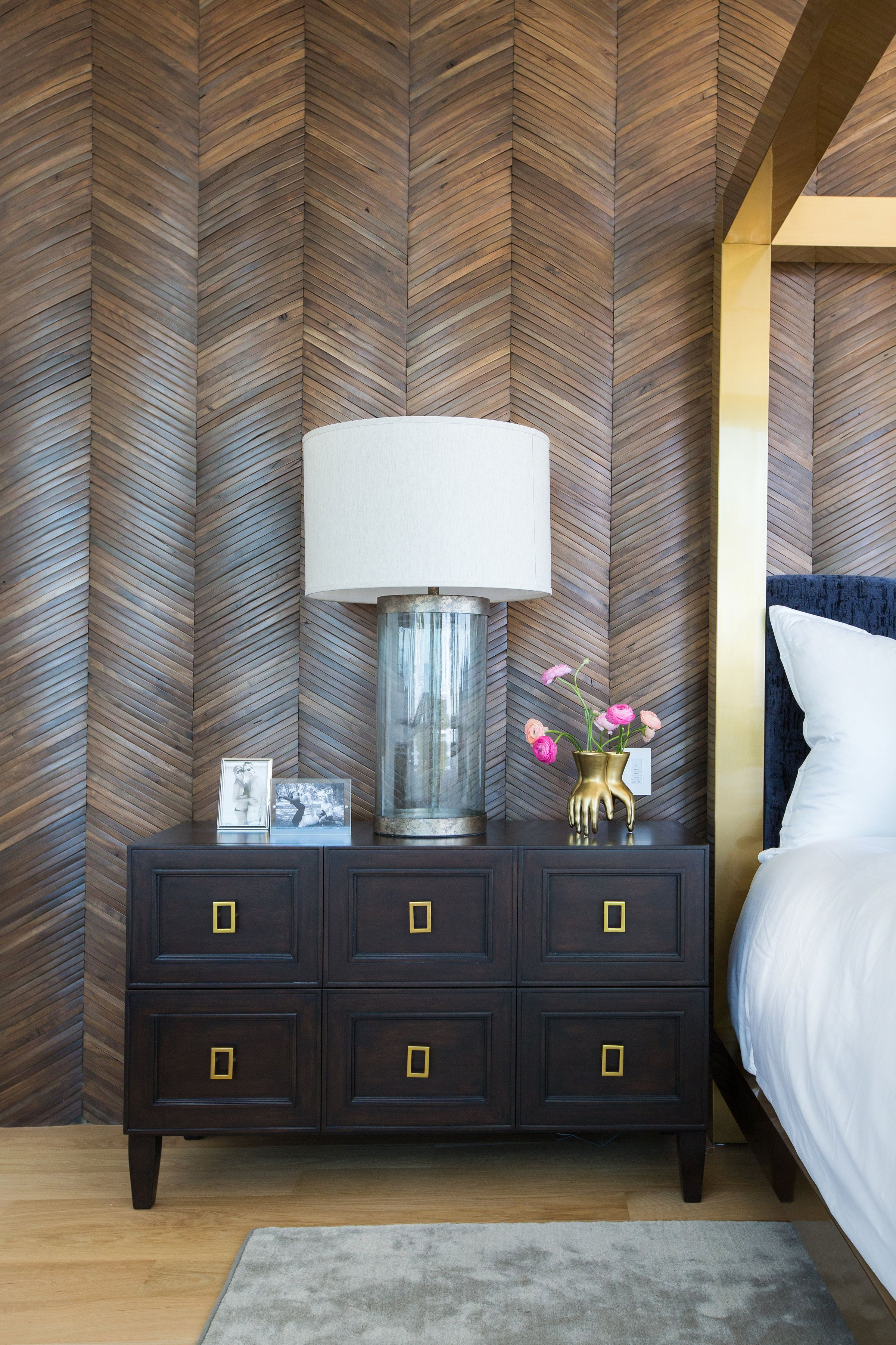 BLOG Accent wall, Large master bedroom ideas, Accent