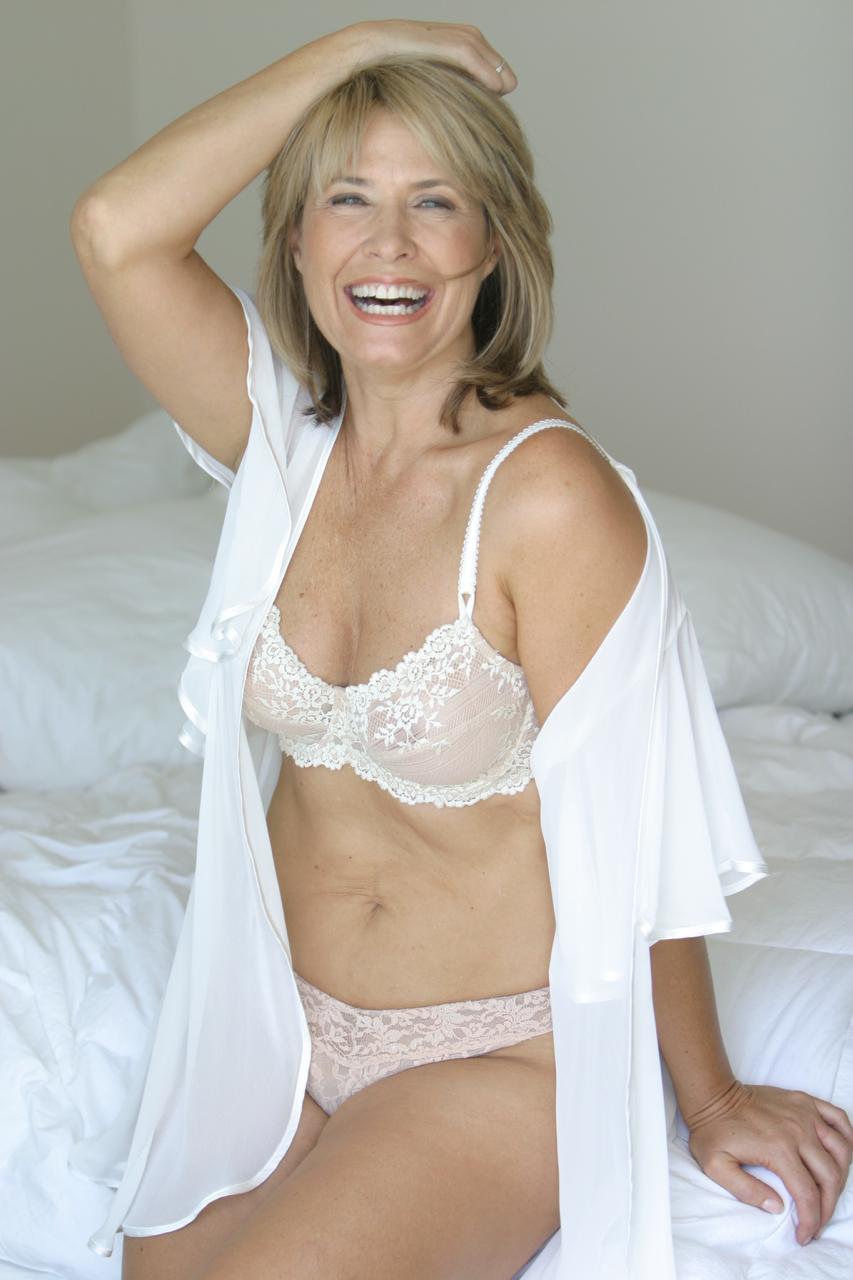 Resultado de imagem para lingerie para mulher madura