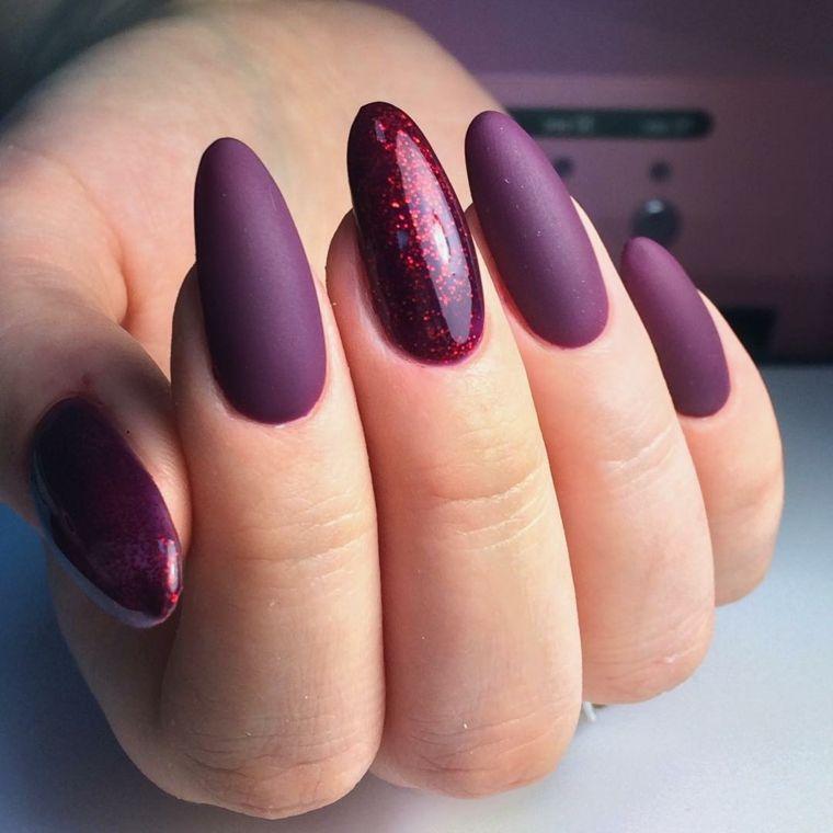Ricostruzione unghie a mandorla, idea per un colore viola intenso e accent  nail glitter FrenchTipNails