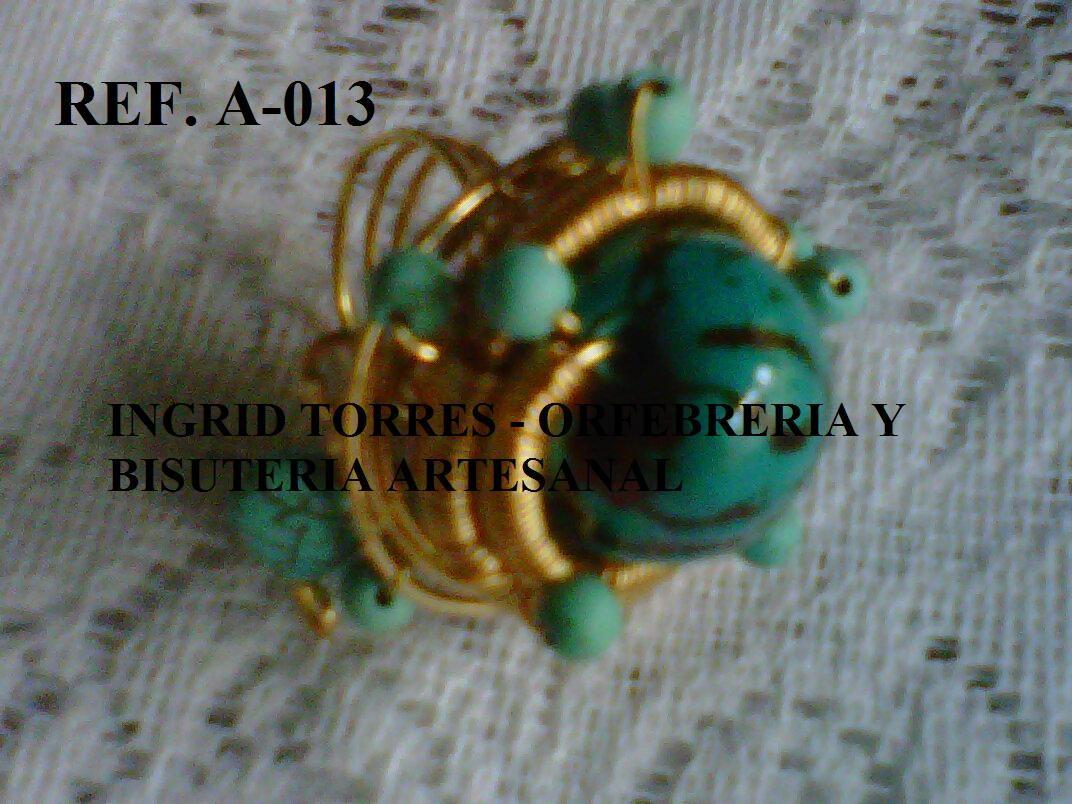 anillo elaborado con alambre de gold field,semilla y turquesas chiquitas..