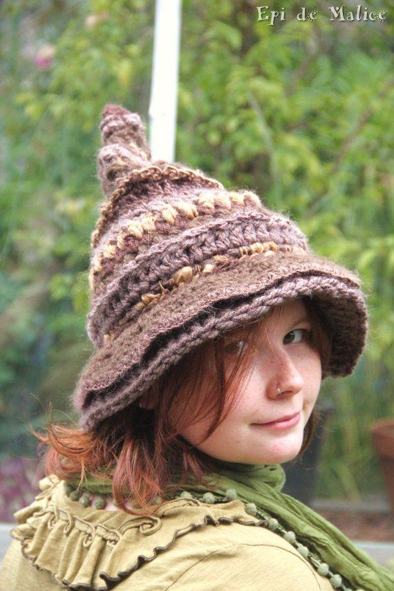 Bonnet chapeau pointu de sorcière, brun beige, tons naturels, freeform  crochet, mix de laine et crochet, art textile 2c16a17db77