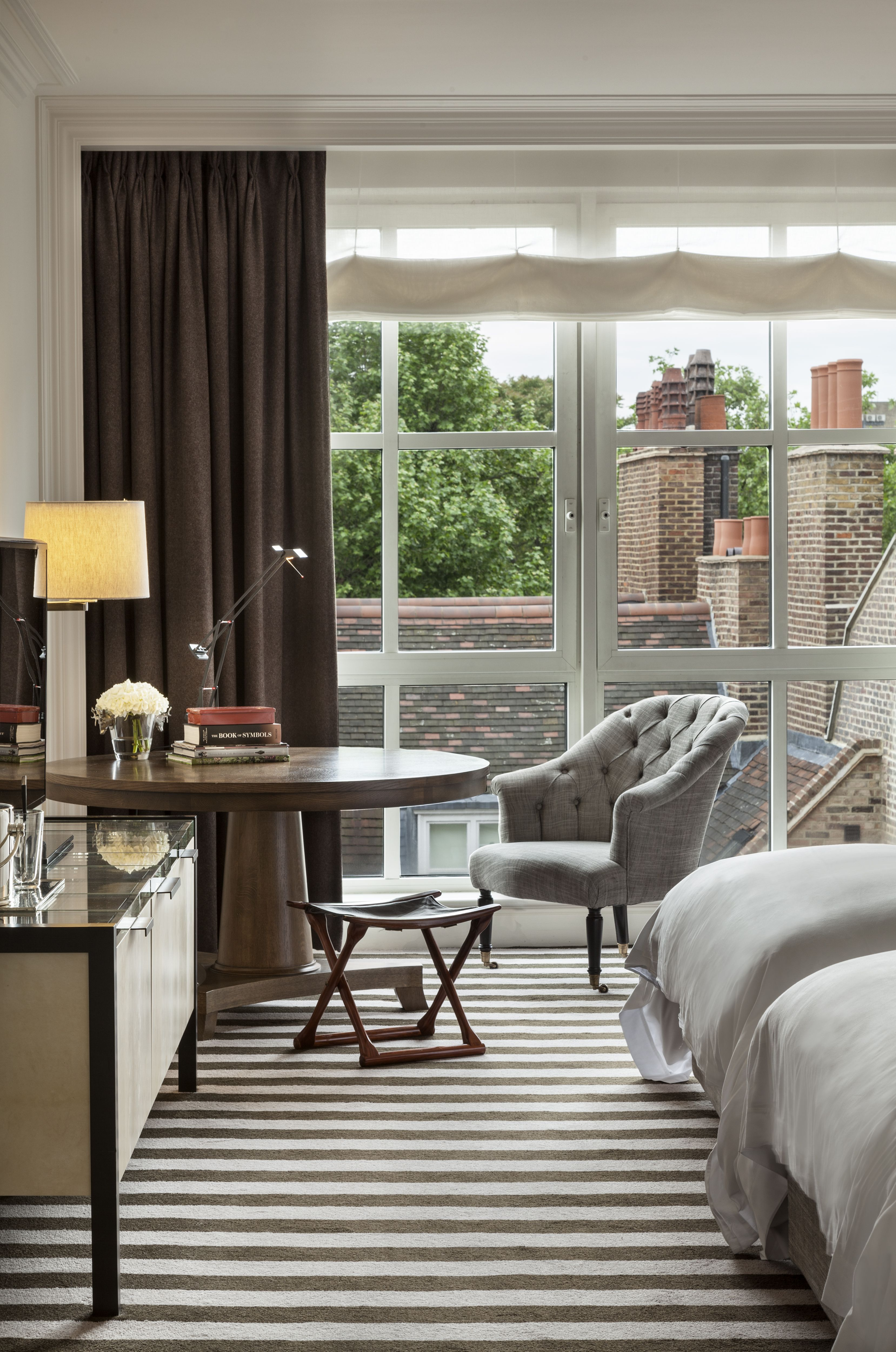 Rosewood hotel london interiors ch teau moderne moquette et chambre h tel for Moquette rayee