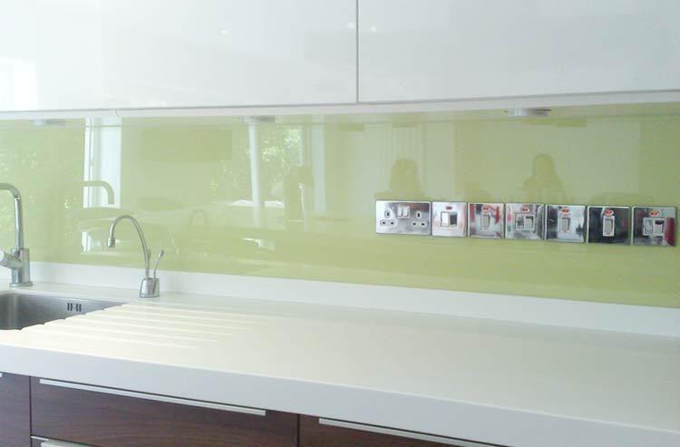 Unsere #Glasrückwand nach Maß passt perfekt an jede Wand und sorgt