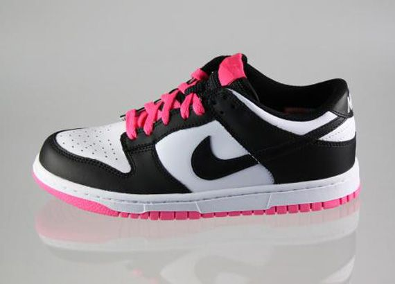 nike dunks pink and black