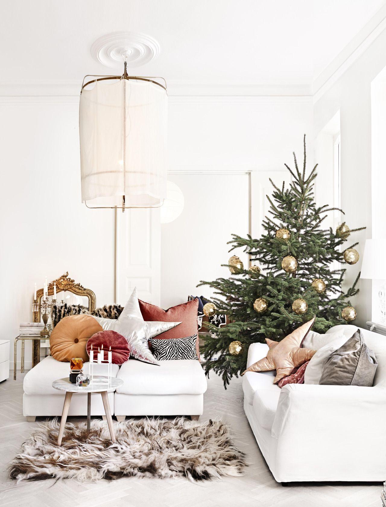 Weihnachtsdeko im Wohnzimmer mit Stern Kissen im scandi Look ...