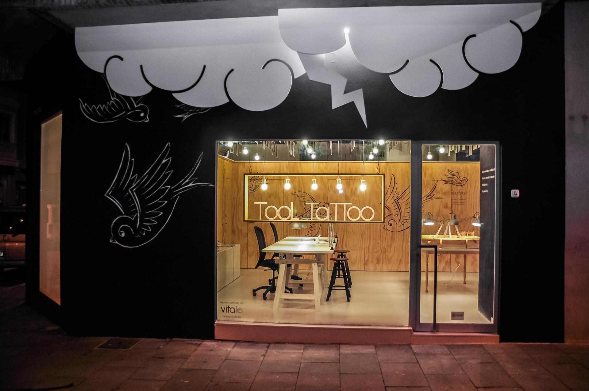 tattoo-shop-design-bright-interior-studio-idea with decoration ideas ...