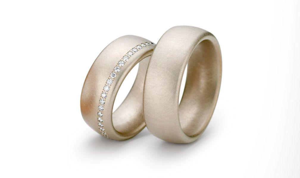 Außergewöhnliche Eheringe in Roségold matt mit Diamanten