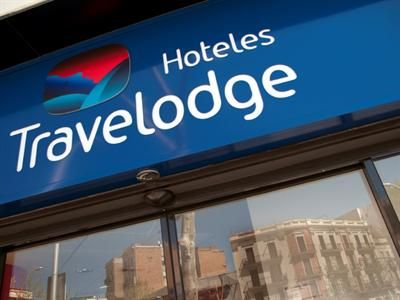Situated within a 20 minute walk from Marina Metro Station, the Travelodge Barcelona Poblenou provides guests with a convenient base when vi...