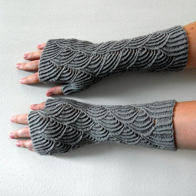 Nereid Fingerless Gloves - free pattern via Ravelry. #knitting ...