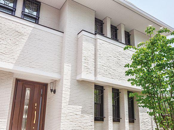 白いタイルの瀟洒な外観 モダンな間取り 白いタイル 住宅 外観