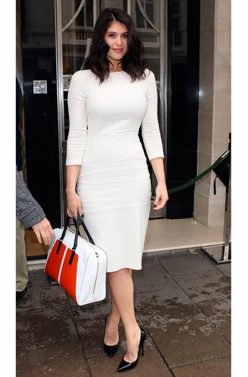 Gemma Arterton epitomised spring elegance in London this week in a figure hugging Talbot Runhofdress with classic pumps and an added pop of colour with a chic handbag.