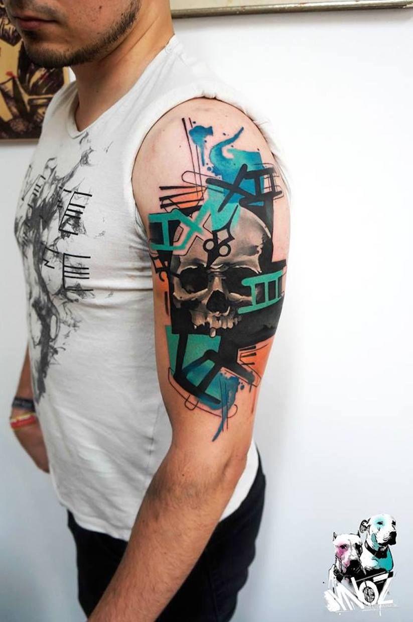 Seit Vier Jahren Bereist Der Griechische Tattoo Artist Dynoz Die Ganze Welt Als Gast Tatowierer Eine Gute Moglichk Greek Tattoos Tattoo Artists Pattern Tattoo