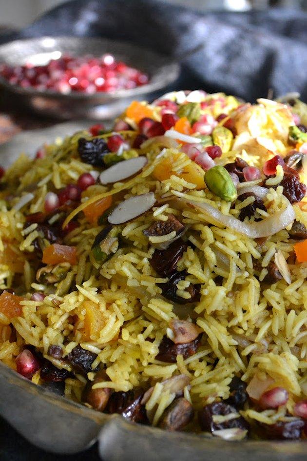 10 Ways to Eat Pomegranates in 2020 | Iranian cuisine ... Persian Pomegranate Rice