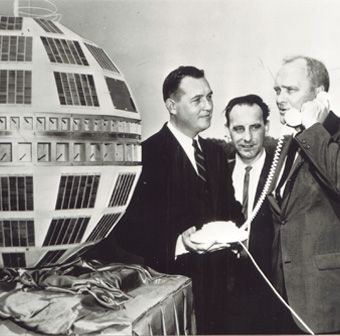 TELSTAR 1 - 1962: mondiovison: reception in Pleumeur-Bodou of the first televised images arriving live from the United States via the Telstar satellite