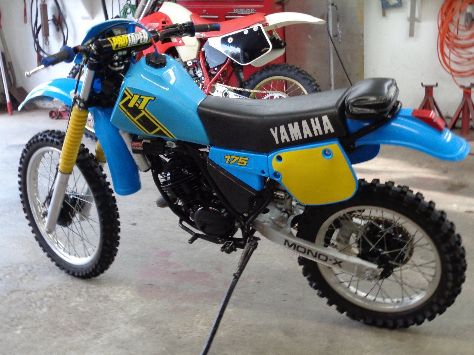 Motocross vintage yamaha are