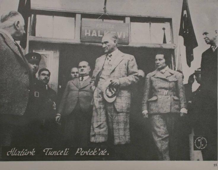Atatürk ve arkadaşları Türk milletini bu durumdan kurtarmak için Kurtuluş Savaşını başlatmış, Samsun'a çıkışından sonra Erzurum ve Sivas Kongrelerini yaparak Anadolu'nun dört bir yanından gelen temsilciler ile birlikte vatanı kurtarmak için çalışmaya başlamışlardır.