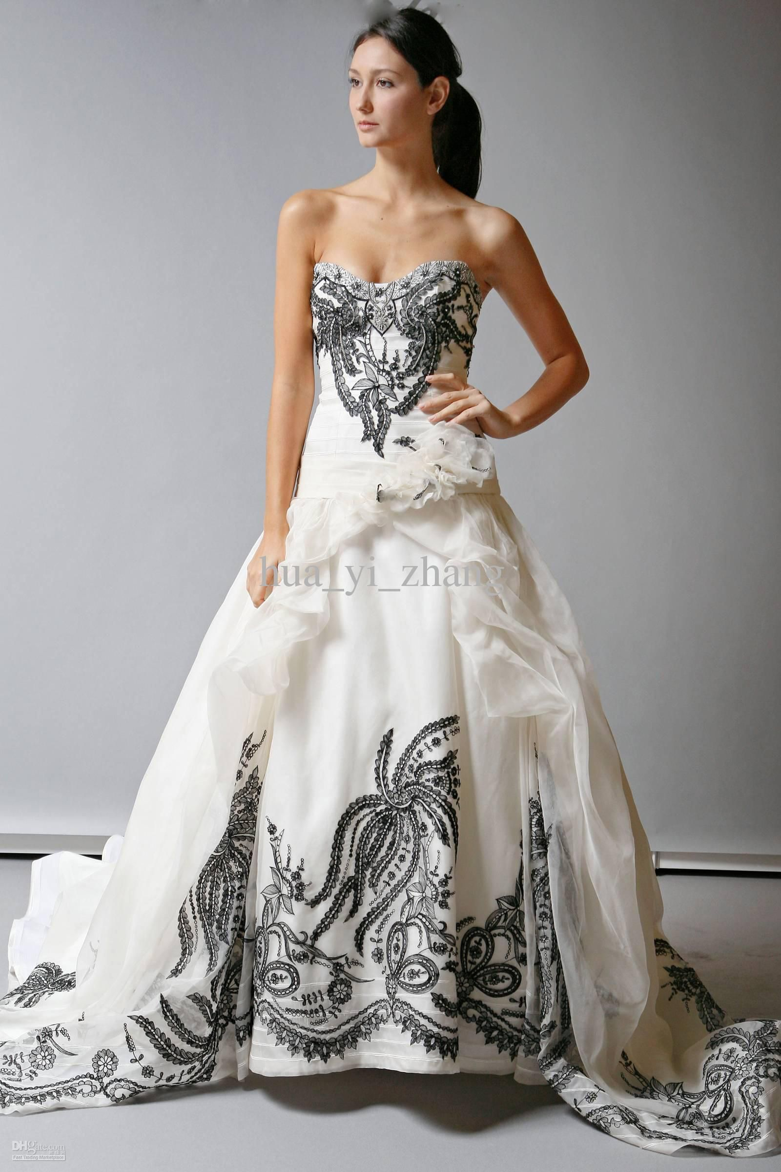 2016 Vintage White And Black Embroidery Wedding Dresses Real Images Organza Sweetheart Hotfix Rhinestones Beaded With 3D Flowers Bridal Gown