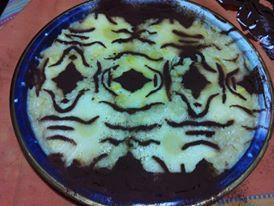 torta d'ananas con crema di vaniglia disegno al cacao