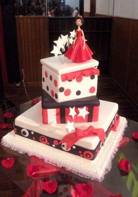 Tortas y pasteles para 15 a os modernos joyeria cake for Decoraciones para 15 anos modernas