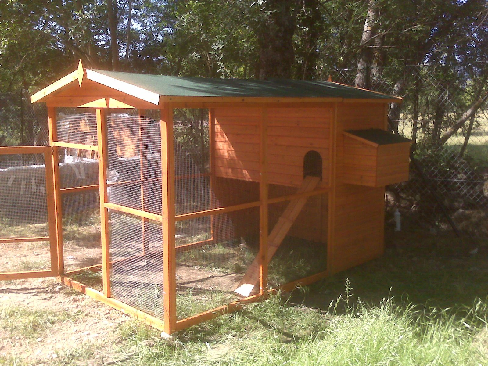 Gallinero casero buscar con google jardin pinterest for Gallinero jardin