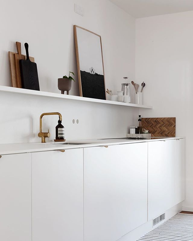 """Sarah Van Peteghem on Instagram: """"Starting this week of with a clean kitchen and a long to do list. Is it almost weekend already ?"""" #minimalkitchen"""
