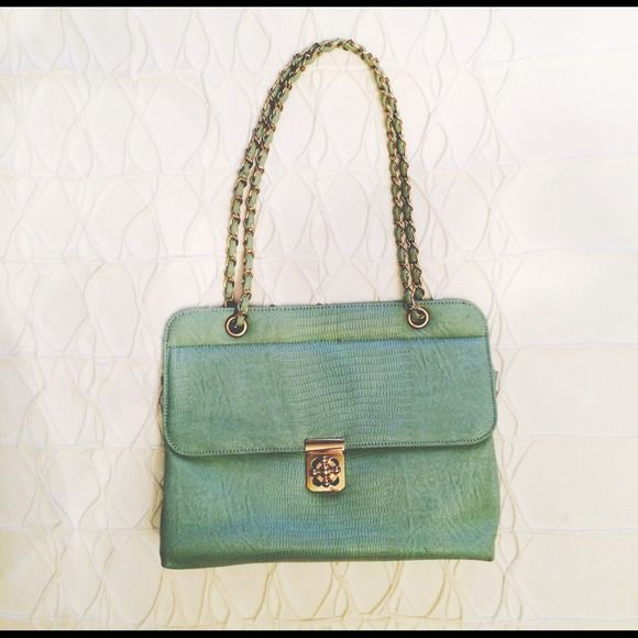 Gorgeous purse Amazing bag for going out. Just the right size :) Francesca's Collections Bags