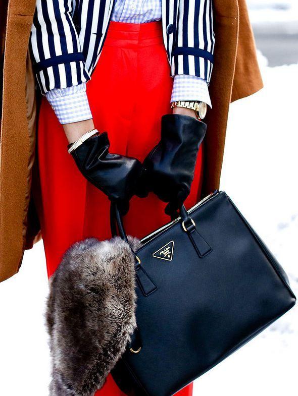 7067a9a76ff93 Nothing says Chic like a Prada handbag | Good style | Pinterest ...