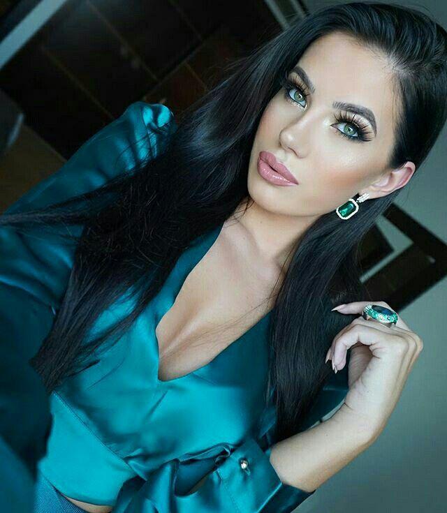 Pinterest Woman Emerald: Laura Badura, Emerald