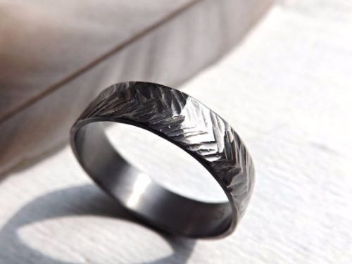 Cheap and unique mens engagement rings for inspiration. Different types of affordable mens engagement rings in white gold, gold, black and with diamonds. - http://www.ringtoperfection.com/unique-mens-engagement-rings/