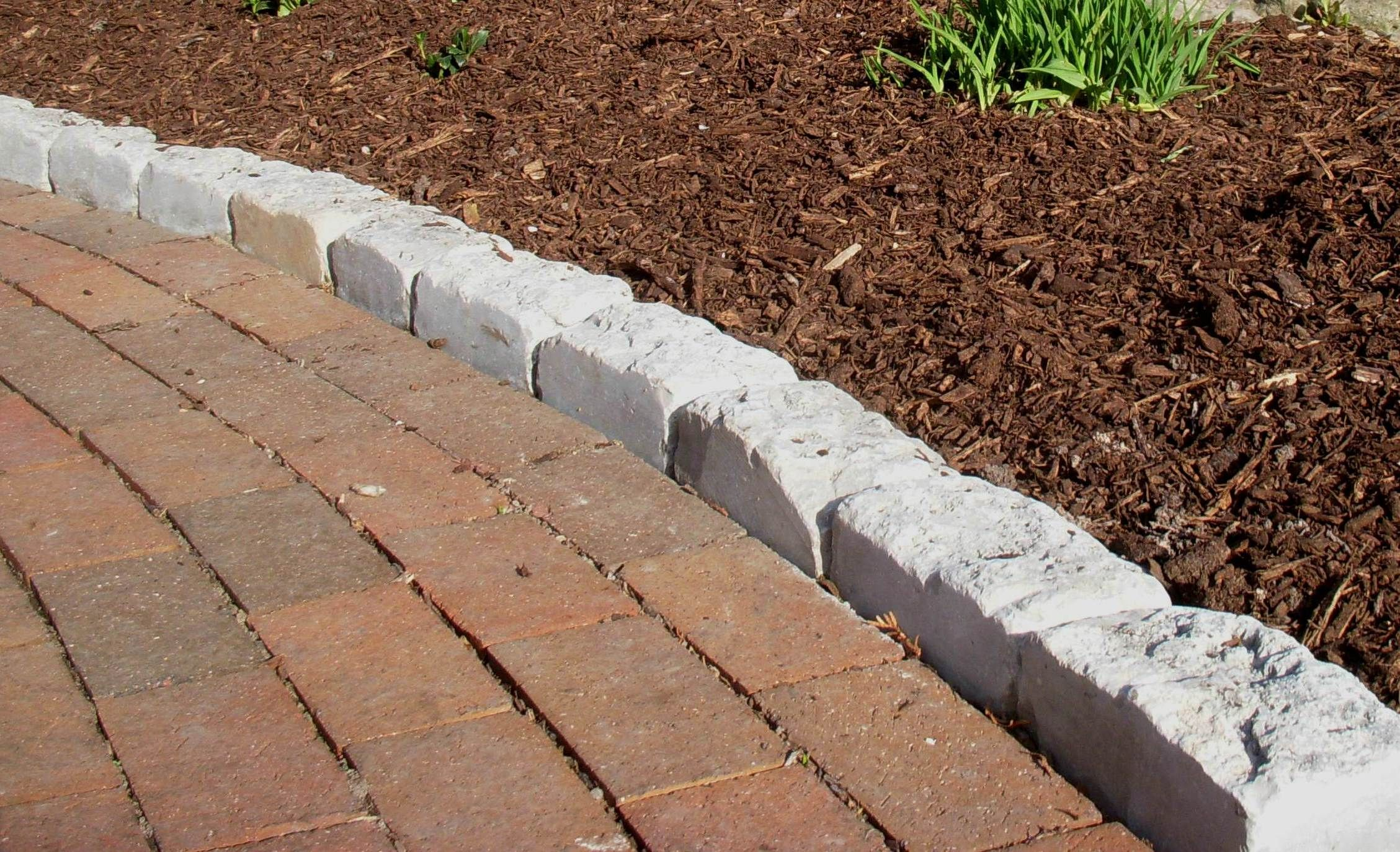 Lannon cobble edging along brick sidewalk decorative for Brick sidewalk edging