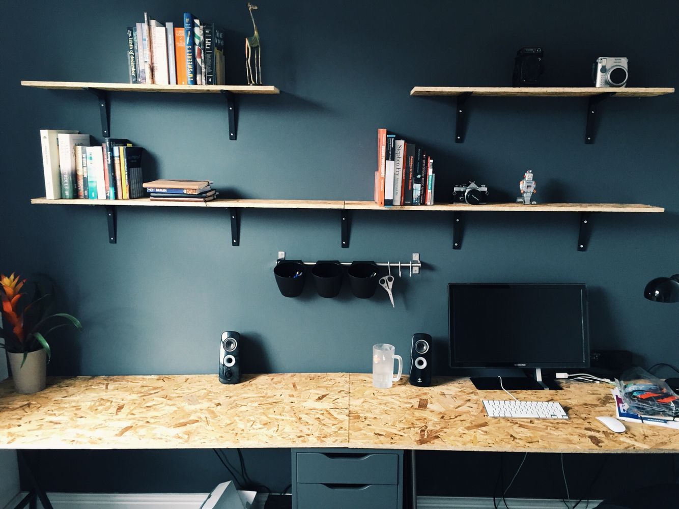 New home office with ikea drawers and trestle legs osb for Arredamento garage ikea