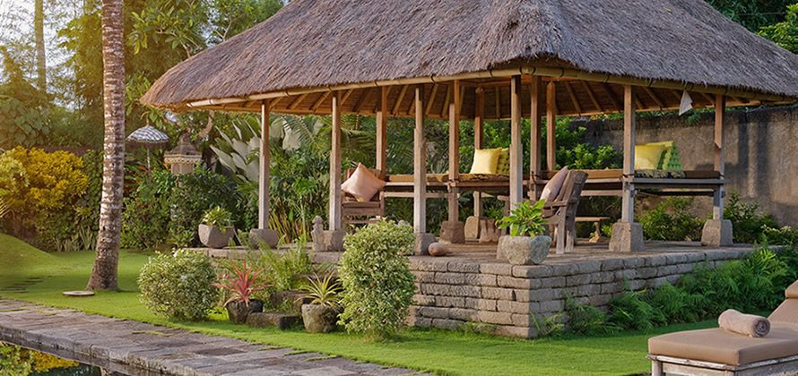 Hailing From Bali S Royal Gianyar Regency This Antique Bale Gede Is A Traditional One Sided Structure That Is Perfect For Receiving A Couple Massage Terrasse