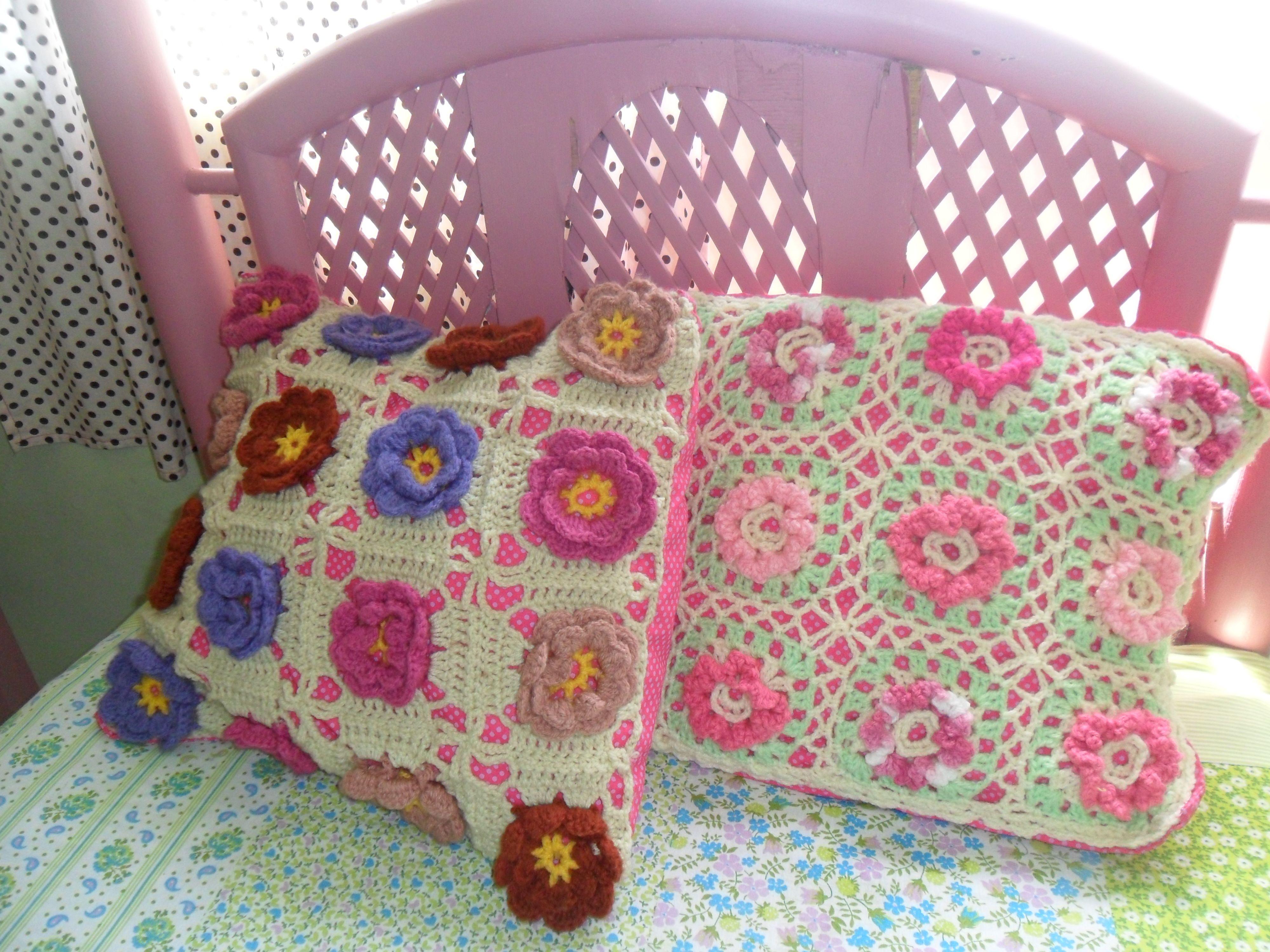 Cama e almofadas do quarto das netinhas