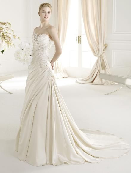 http://www.totalwedding.nl/collecties/bruidsmode/atelier-diagonal/