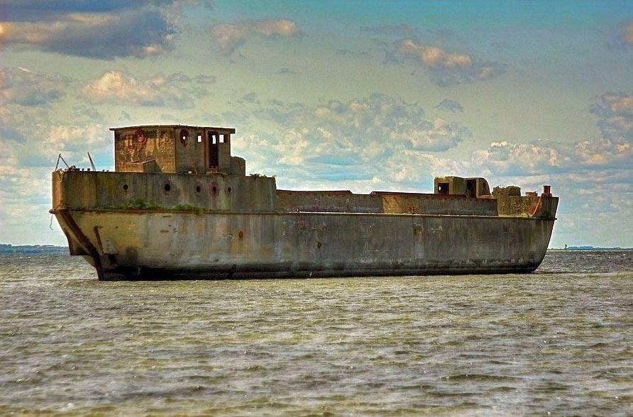 Betonschiff Redentin In Der Wismarer Bucht Schiff Bucht Wismar
