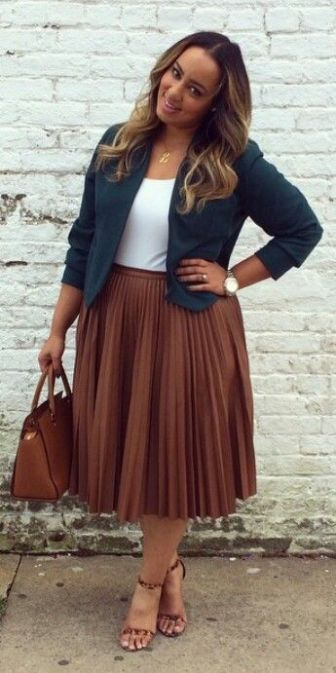 This is one of the plus size outfit ideas for fall that is cute and cozy. #plussize