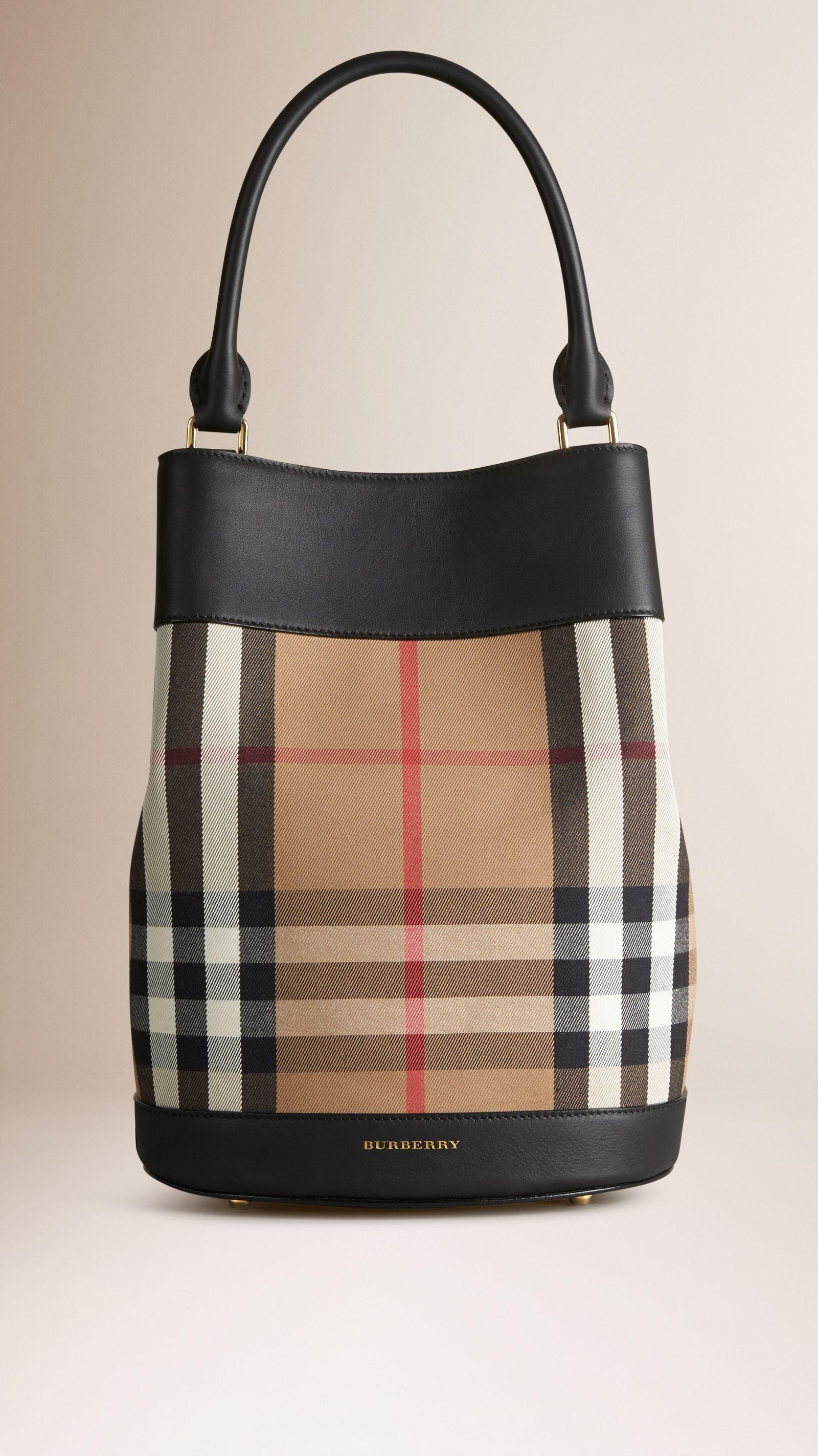 Bolsa The Bucket de couro com padrão House check   Burberry   Hassan ... 00322e7f285