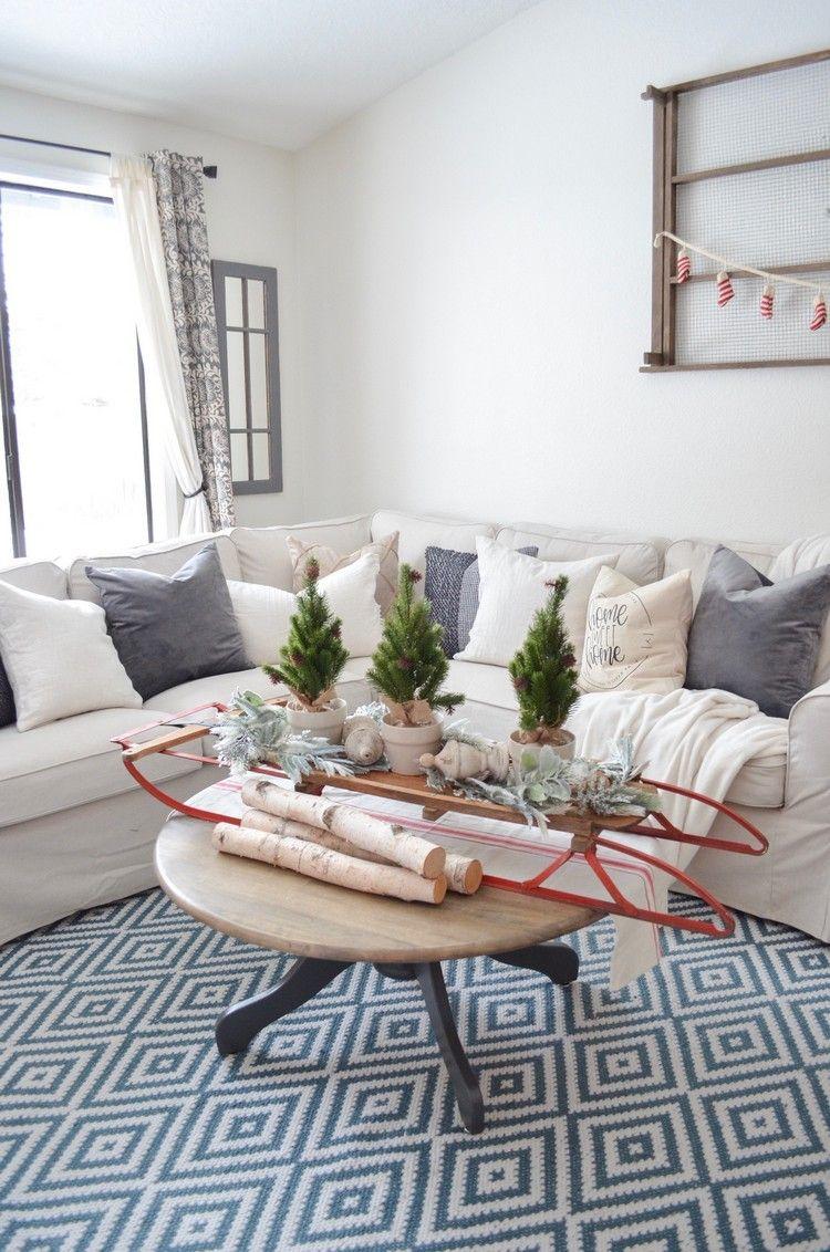 wohnzimmer deko weihnachten schlitten mini tannenbäume ...