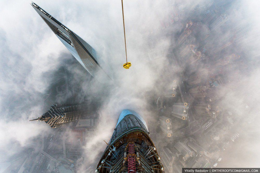 Gallery Of Video Watch Two Men Scale The World S 2nd Tallest Tower 12 Shanghai Tower Shanghai World Financial Center Shanghai