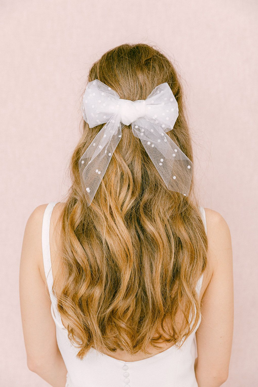 Barrette Valentine Les Couronnes De Victoire Accessoire Cheveux Mariage Coiffure Mariage Facile Coiffure Mariage Cheveux Long