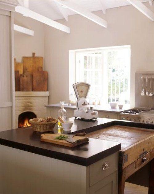 Cocina con antigua mesa tocinera kitchen cocinas for Radiadores 7 islas