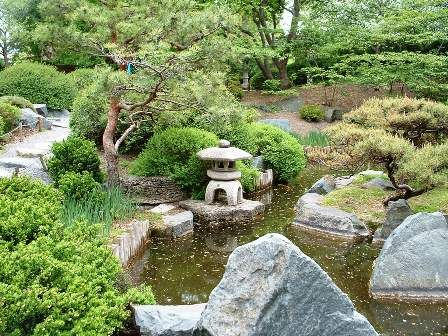 Typical japanese garden features rain chains stone for Typical japanese garden plants