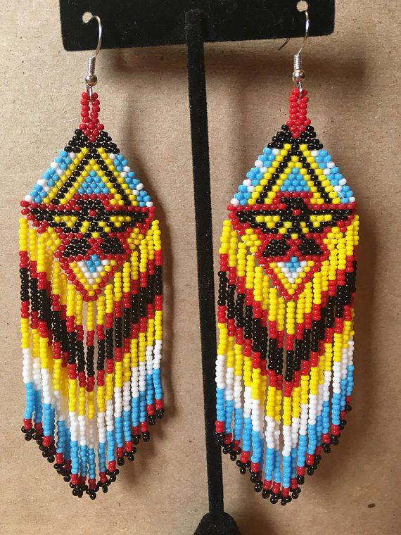 97856e2f3a0be9 Hand beaded earrings gedaan in kleuren van rood