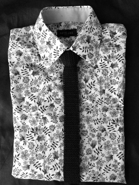 A great looking and unique crocheted necktie!